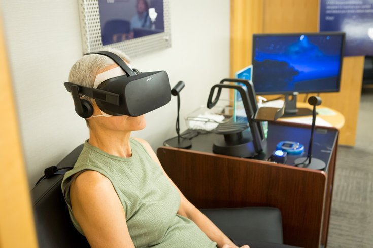Doctors using virtual reality to benefit cancer patients